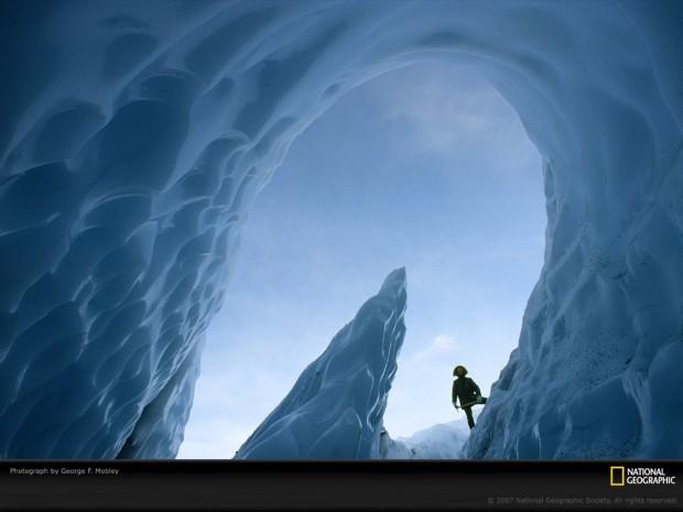 matanuska-glacier-cave-398945-lw