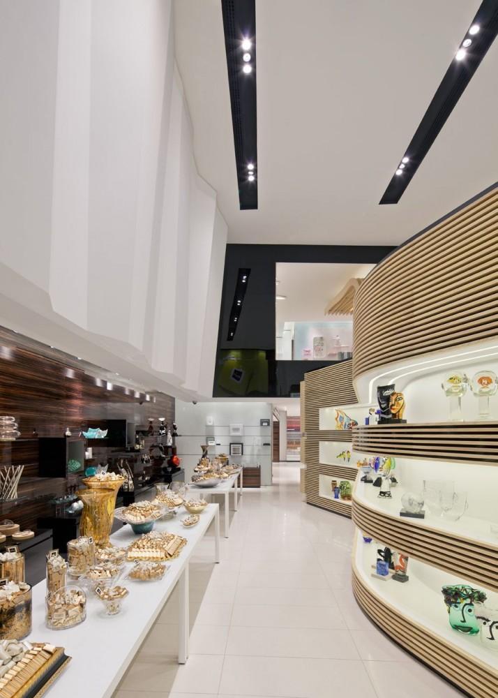 514a97e0b3fc4b3f6c000032_takhassussi-patchi-shop-lautrefabrique-architectes_takhassossi_015-714x1000