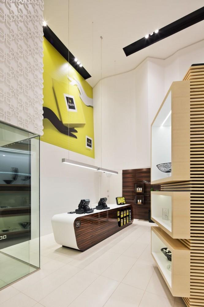 514a9843b3fc4b77e7000046_takhassussi-patchi-shop-lautrefabrique-architectes_takhassossi_045-666x1000