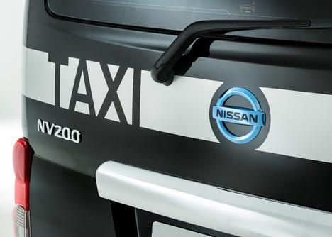 Nissan-unveils-new-London-taxi_dezeen_10